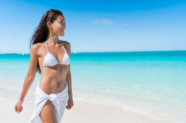 ビーチで輝く女を演出! 見せ方別の海デートおすすめメイクテクニック