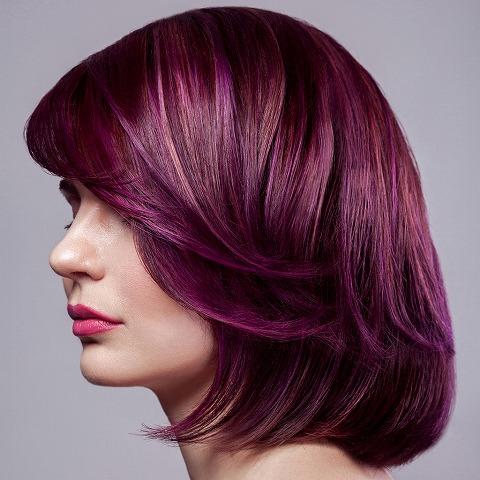 女性 髪 ボルドー